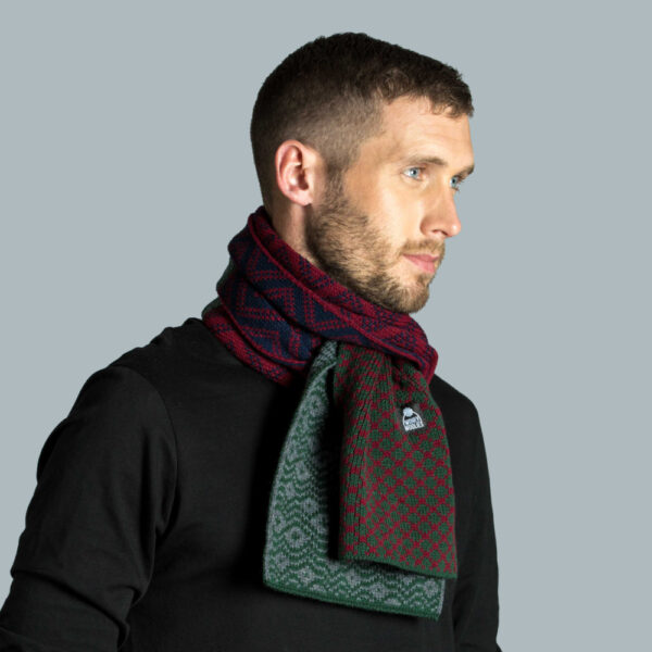 Model wearing knitted scarf in acrylic yarn.